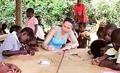 Copy_of_volunteer_working_with_kids
