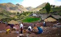 Building_stoves_in_salkantay